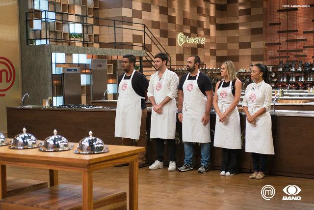 """Os cozinheiros tiveram que fazer um """"prato perfeito"""" para garantir uma vaga no TOP 4. Foto: Band/Divulga"""