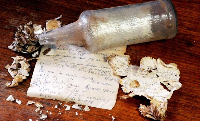 O papel contém assinaturas dos formandos da turma de 1988. Foto: Antonio Cunha/CB