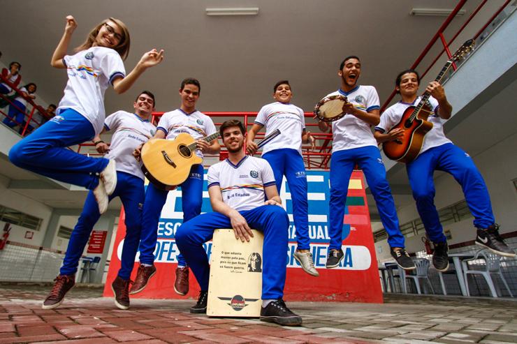 Grupo Poesia Cantada canta e declama músicas brasileiras de outras décadas. Foto: Rafael Martins/DP