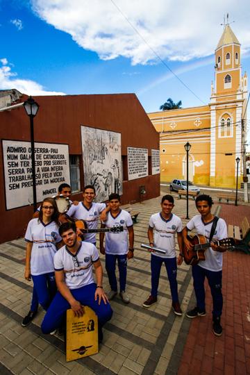 Jovens servem como referência na escola para manter a poesia viva. Foto: Rafael Martins/DP