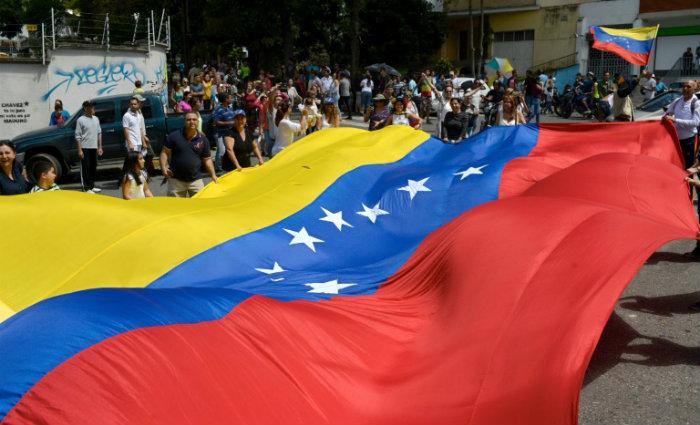 """""""Rejeitamos as ilícitas sanções que pretendem amedrontar os constituintes no seu compromisso de defender o povo da Venezuela"""", afirmou. Foto:  FEDERICO PARRA/AFP"""