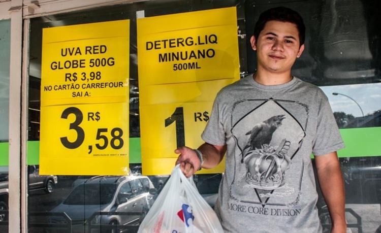 """Apesar da redução dos índices de custo de vida, André Paulo reclama dos preços elevados: """"Tudo aumentou"""". Foto: Arthur Menescal/Esp CB"""