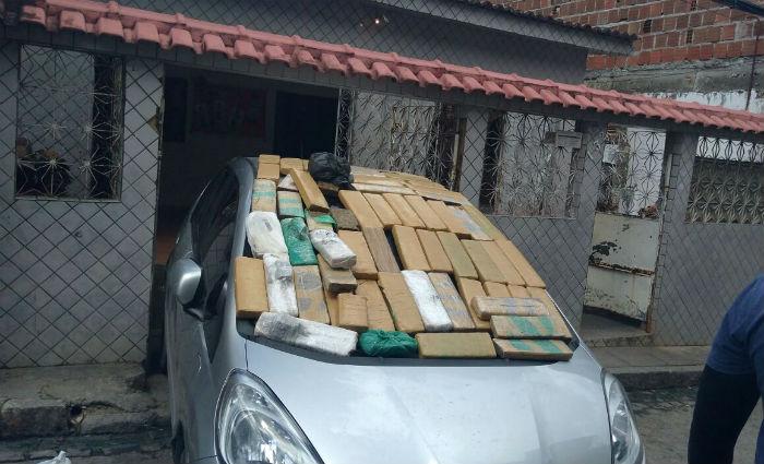 Casal é preso com 60 kg de maconha de dentro carro na garagem. Foto: PM/ Divulgação