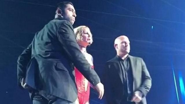 Britney ficou apavorara com o invasor no palco. Foto: Instagram/Reprodução