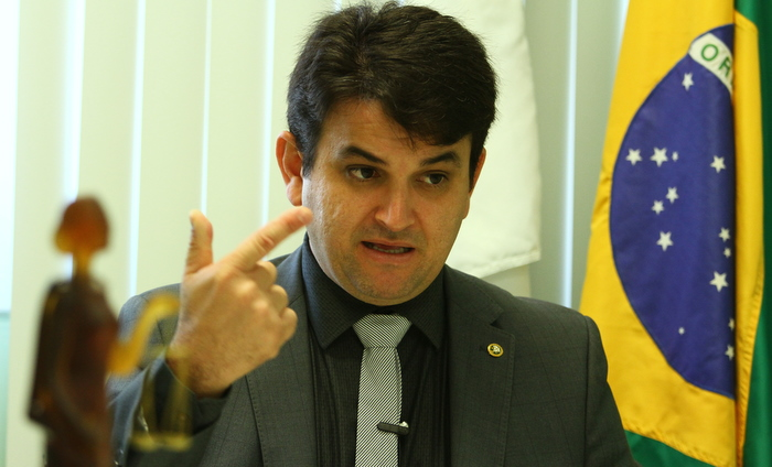 """""""A felicidade não pode estar só num grupo. Ela tem que estar espalhada"""", afirma o defensor-geral, que chegou ao cargo em 2014, sendo o mais jovem do Brasil. Hoje, ele tem  39 anos  Foto: Peu Ricardo"""