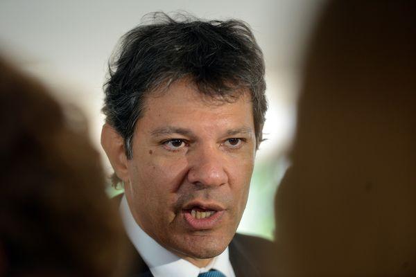 O ex-ministro da educação esteve em Recife na sexta-feira (11) e falou a mais de 5 mil estudantes em universidades (foto: Wilson Dias/Agência Brasil)