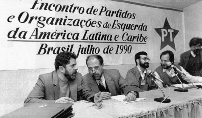 Lula (E) em uma das conferências de partidos de esquerda, em 1990, a partir de um seminário internacional promovido pelo PT, que ficou conhecido como Foro de São Paulo. Foto: Crishina Villares rep. Angular