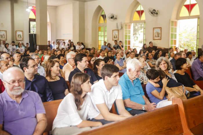 Familiares e políticos prestigiaram a missa em homenagem ao ex-governador Eduardo Campos neste domingo. Foto: Andréa Rêgo Barros/Divulgação