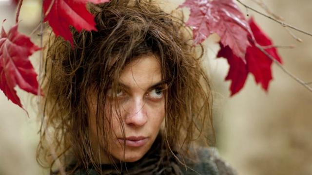 Natalia como a selvagem Osha em episódio de Game of Thrones. Foto: HBO/Reprodução