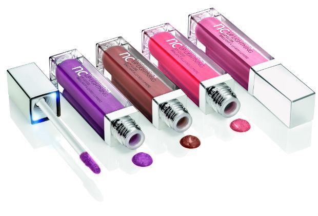 A embalagem possui uma luz de LED no pincel e espelho na lateral para facilitar a aplicação. O preço sugerido é de R$ 49. Foto: Nutrimetics/Divulgação