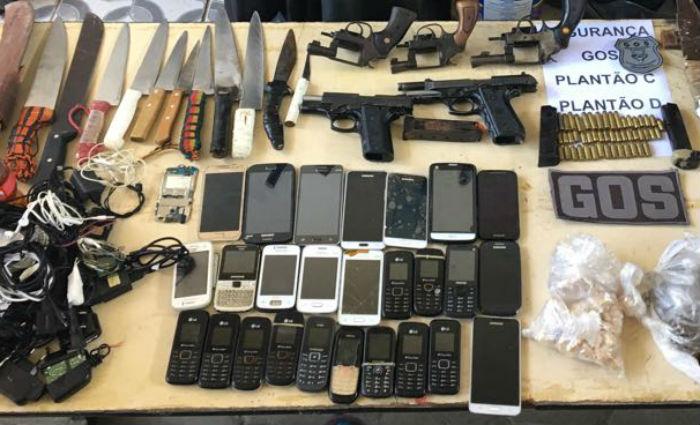 Revista apreende cinco armas de fogo no PJALLB, no Complexo Curado. Foto: Sindaspe/ Divulgação