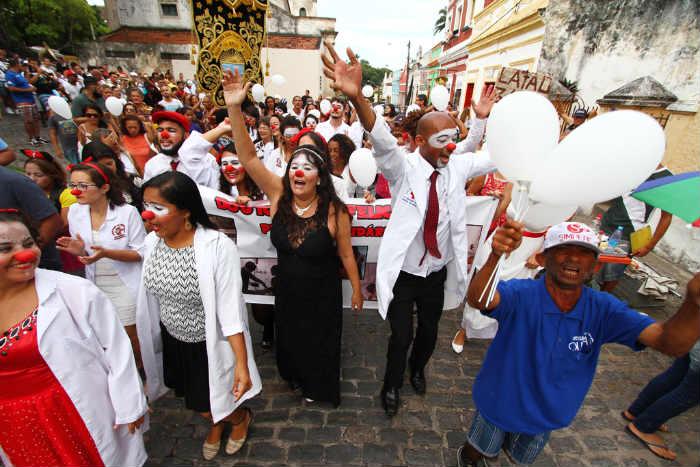 Bloco movimentou as ruas do Sítio Histórico e reforçou a campanha de doação de leite. Foto: Peu Ricardo/DP