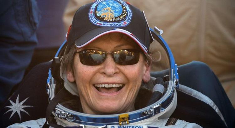 A bioquímica completa uma missão na Estação Espacial que começou em novembro de 2016. Serguei Iunitsky/AFP (A bioquímica completa uma missão na Estação Espacial que começou em novembro de 2016. Serguei Iunitsky/AFP)