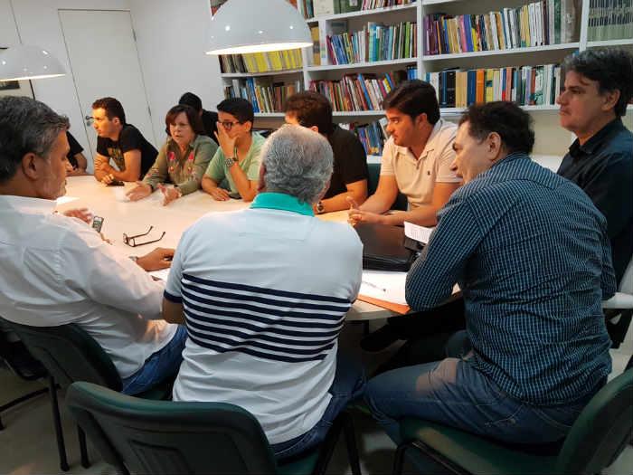 Reunião tratou da tentativa do senador Fernando Bezerra Coelho de assumir a liderança do partido no estado. Foto: PMDB-PE/Divulgação