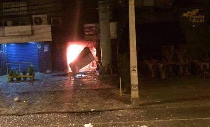 Incêndio destruiu a loja Casa do Pará, no bairro de Boa Viagem. Foto: Cortesia