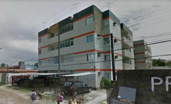 Oito das 12 famílias desocuparam o Edifício Ana Flávia, em Olinda. Foto: Google Street View/ Reprodução