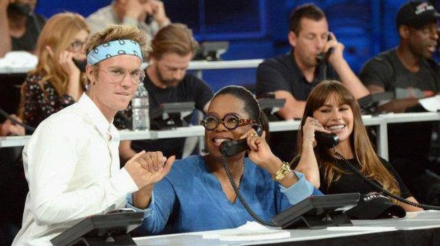 Justin Bieber, Oprah Winfrey e Sofia Vergara atendem às ligações dos doadores da campanha Hand in Hand'. Foto: AFP/Reprodução