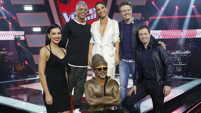 Jurados e apresentador do The Voice Brasil no estúdio do programa. Foto: Fábio Rocha/Gshow