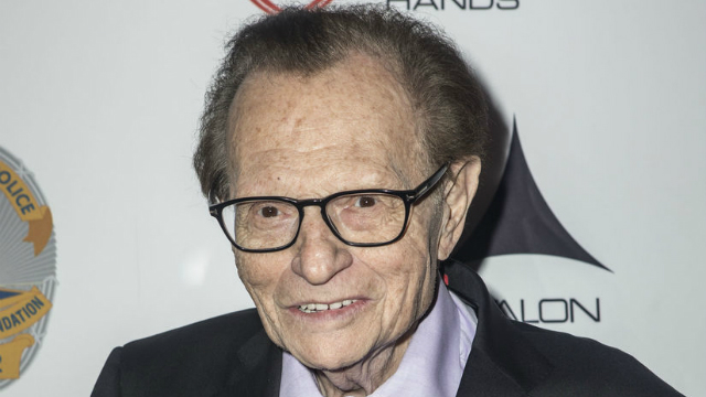 Larry King tem 83 anos. Foto: Extra/Reprodução