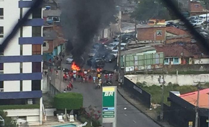 Famílias protestam contra desocupação de túnel em Boa Viagem. Foto: Reprodução/ WhatsApp