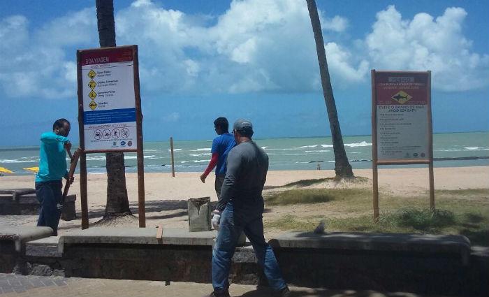 Bombeiros instalam placas de sinalização na orla de Boa Vagem e Pina. Foto: Bombeiros/ Divulgação