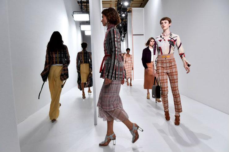 Hermès desfilou sob direção artística de Nadège Vanhee-Cybulski. Foto: ALAIN JOCARD / AFP