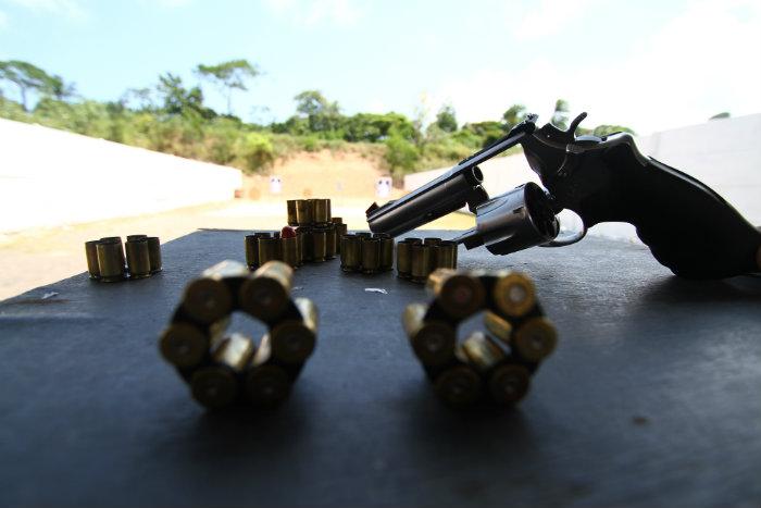Revólver calibre 45 está entre armas permitidas para caçadores. Foto: Peu Ricardo/DP (Revólver calibre 45 está entre armas permitidas para caçadores. Foto: Peu Ricardo/DP)