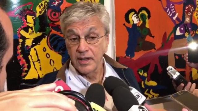 Caetano concedeu entrevista coletiva em visita à exposição. Foto: Instagram/Reprodução
