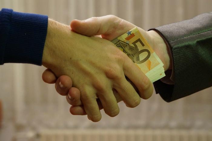Quase um terço dos latino-americanos pagou suborno no último ano para ter acesso a serviços públicos como Saúde e Justiça. Foto: janeb13/Pixabay