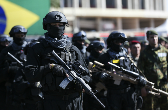 Forças Armadas voltam a atuar em operação na Favela da Rocinha