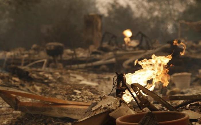 Os incêndios na Califórnia já arrasaram uma área de mais de 46,5 mil hectares. Foto: John G. Mabanglo/EFE