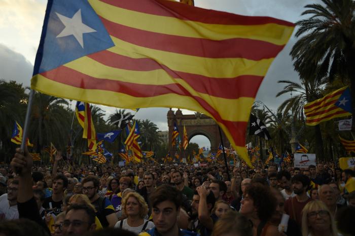 """O governo espanhol, liderado pelo primeiro-ministro Mariano Rajoy, afirmou que """"não é admissível fazer uma declaração implícita de independência para depois deixá-la em suspenso"""". Foto: Jorge Guerrero/AFP"""