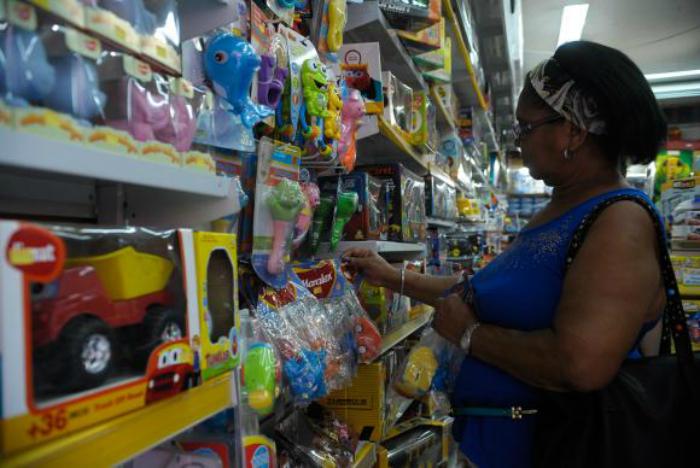 o cálculo da inflação para o Dia da Criança considera itens que tiveram alta de preços, como despesas com lazer, que subiram 4,76%; doces e salgados (7,62%), ingressos para espetáculos (6,72%) e sucos de frutas fora de casa (6,40%). Foto: Fernando Frazão/Agência Brasil