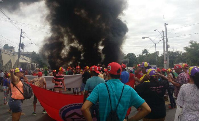 Protesto fechou a Avenida Cruz Cabugá nos dois sentidos, na altura do cruzamento com a Avenida Norte. Foto: Divulgação