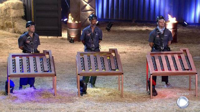Yuri, Dinei e Marcos disputaram prova em busca de imunidade. Foto: Record/Reprodução