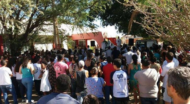 A missa de sétimo em dia em lembrança aos mortos durante o incêndio em creche. Foto: Luiz Ribeiro/CB
