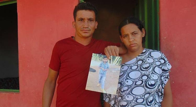 O casal Paulo e Ana Paula, pais de Juan Pablo, da mesma idade, não se conforma: 'Um monstro acabou com tudo'