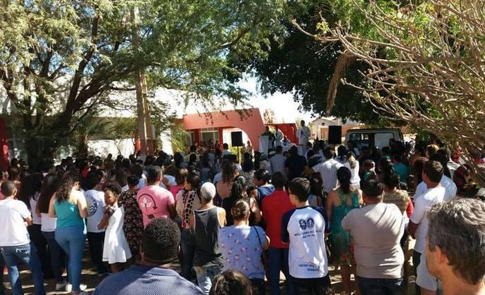 Fiéis, amigos e familiares das vítimas se reuniram para a missa de sétimo dia. Foto: Luiz Ribeiro/EM (Fiéis, amigos e familiares das vítimas se reuniram para a missa de sétimo dia. Foto: Luiz Ribeiro/EM)