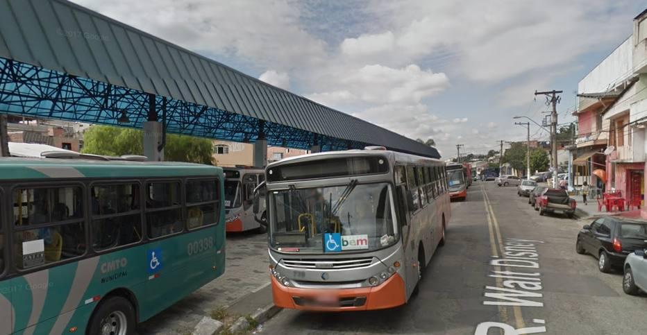 O fogo atingiu também parte da cobertura do terminal, mas ninguém ficou ferido. Foto: Google Street View/Reprodução