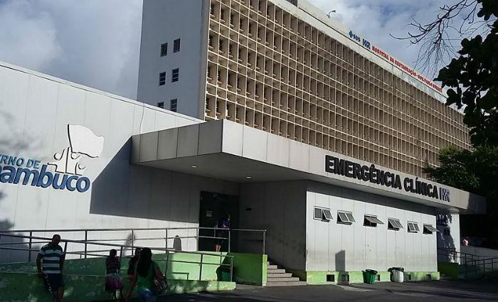 Está internada no Hospital da Restauração mulher de 22 anos agredida pelo companheiro. Foto: Reprodução/ Facebook
