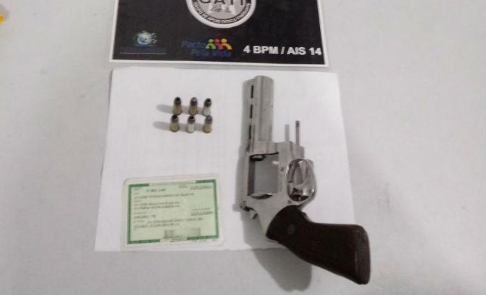 Adolescente é apreendido com revólver em Caruaru. Foto: PM/ Divulgação