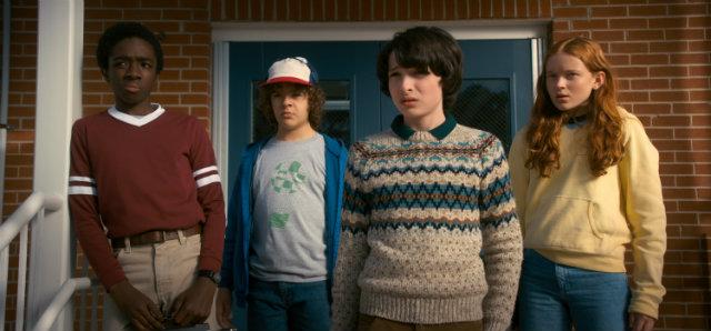 Na nova fase,personagens lidam com traumas após os eventos ocorridos na primeira temporada de Stranger Things. Foto: Netflix/Divulgação