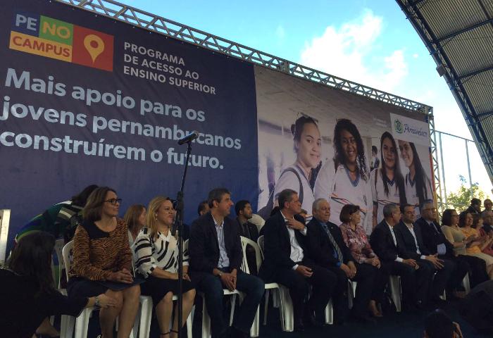 Programa vai beneficiar os mil melhores colocados no Enem e SSA da UPE. Foto: Anamaria Nascimento/DP (Programa vai beneficiar os mil melhores colocados no Enem e SSA da UPE. Foto: Anamaria Nascimento/DP)