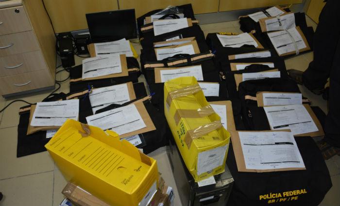 Foram apreendidos documentos fiscais, computadores, mídias eletrônicas, celulares e discos rígidos. Foto: PF/ Divulgação