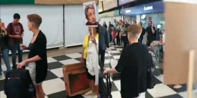 Butler foi perseguida com placas e cartazes que diziam que ela não era bem-vinda. Foto: Facebook/Reprodução