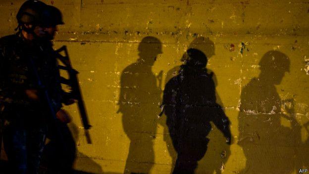 Relatos publicados na internet sustentam que algumas das vítimas voltavam de um baile funk quando foram atingidas. Foto: AFP