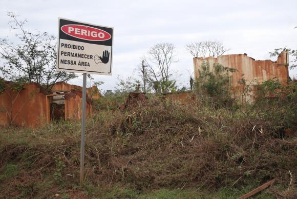 Ruínas em Bento Rodrigues, distrito de Mariana, dois anos após a tragédia do rompimento da Barragem de Fundão, da mineradora Samarco. Foto: José Cruz/Arquivo Agência Brasil