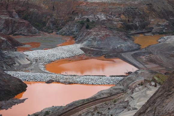 Barragem de Fundão, operada pela mineradora Samarco. Foto: José Cruz/Arquivo Agência Brasil