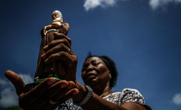 Amara atribui a cura de um tumor à intervenção do religioso. Foto: Paulo Paiva/DP
