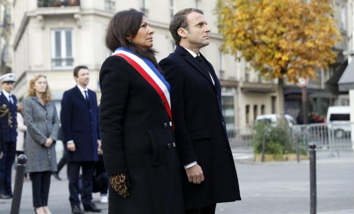 Presidente da França e a prefeita de Paris. Foto: ETIENNE LAURENT/POOL/AFP